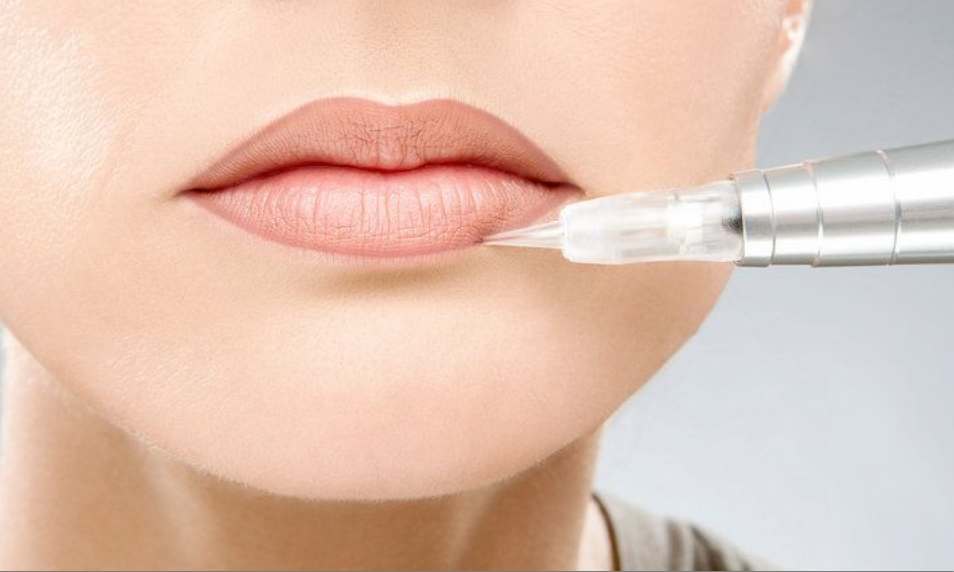 Перманентный макияж губ. контур фото