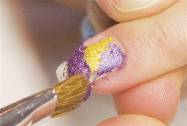 сухие пигменты на ногтях