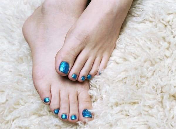 голубые блестящие