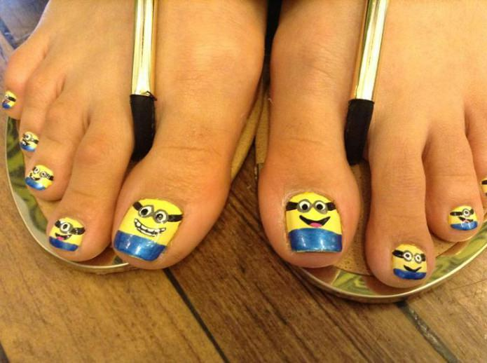 желто-голубые ногти с рисунком