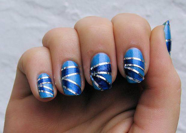сине-голубой с блестящими линиями