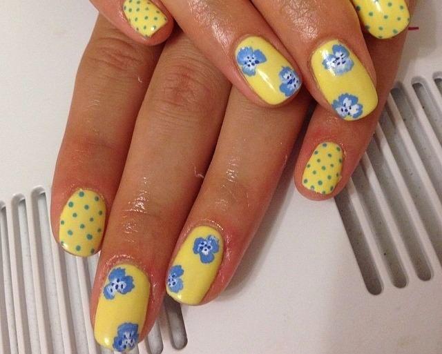 желтый с синими цветами